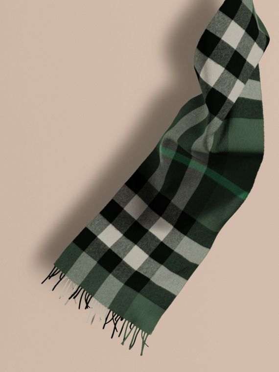 The Large Classic Cashmere Scarf in Check in Dark Forest Green