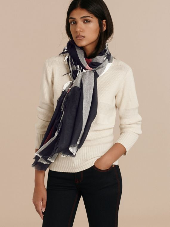 Navy The Lightweight Cashmere Scarf in Check Navy - cell image 3