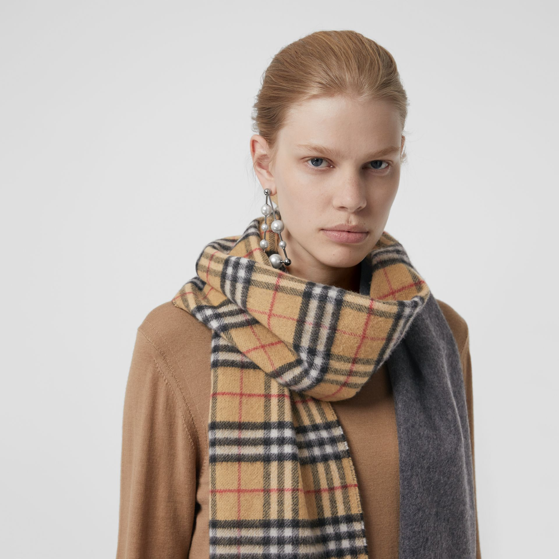 Long Reversible Vintage Check Double-faced Cashmere Scarf in Slate Blue | Burberry Canada - gallery image 5