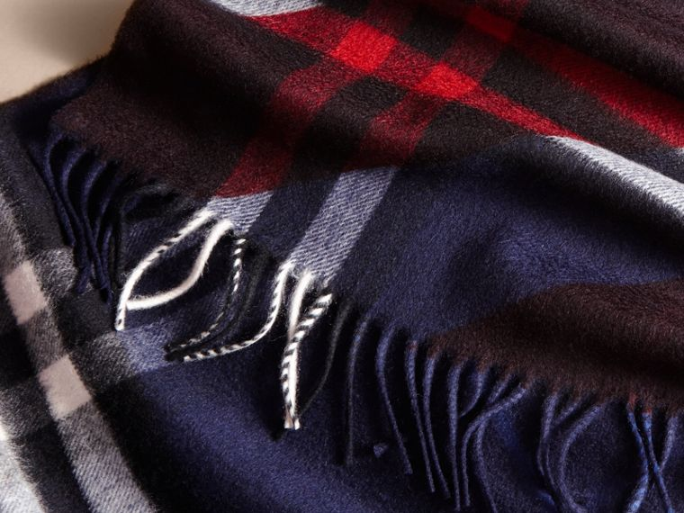 The Classic Cashmere Scarf in Check with Stripe Print - cell image 4