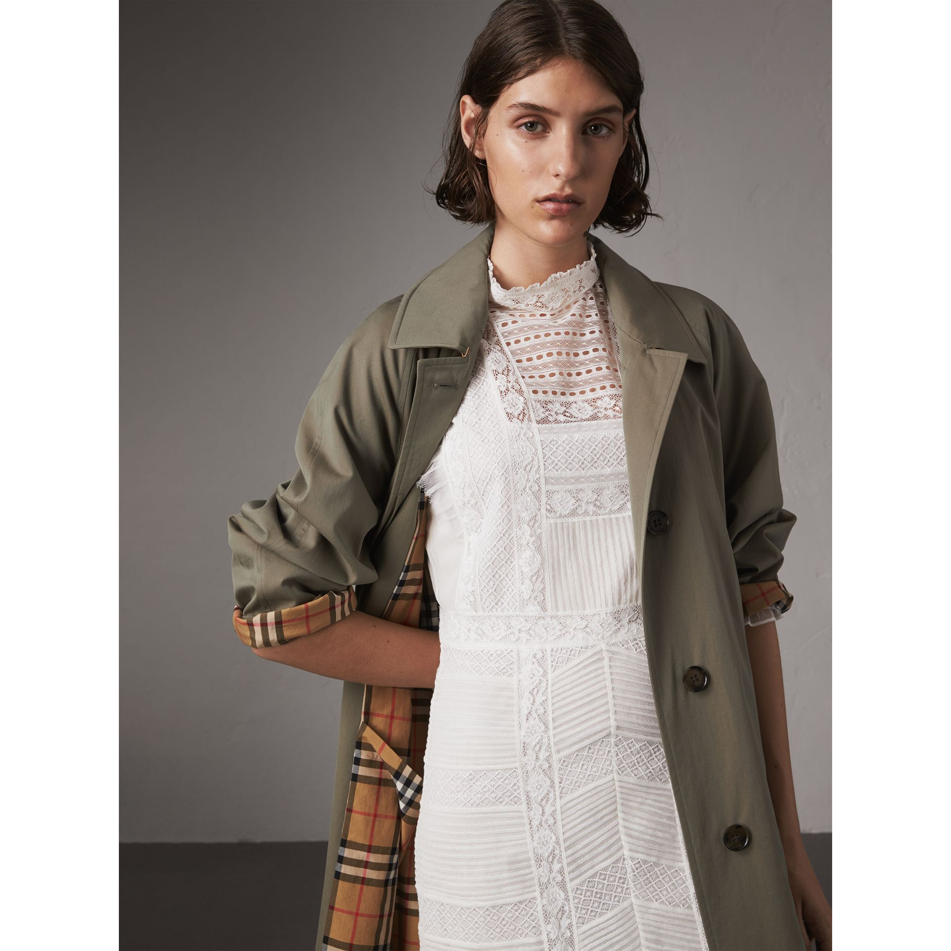 The Brighton Car Coat (Verde Gesso) - Donna | Burberry - immagine della galleria 5