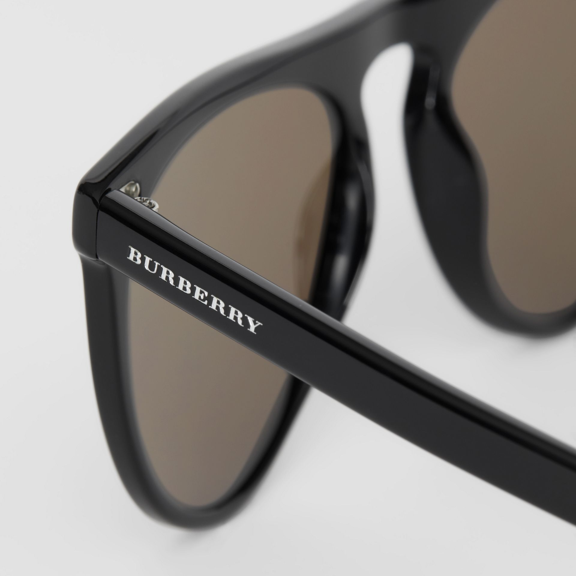Keyhole D-shaped Sunglasses in Black - Men | Burberry United Kingdom - gallery image 1