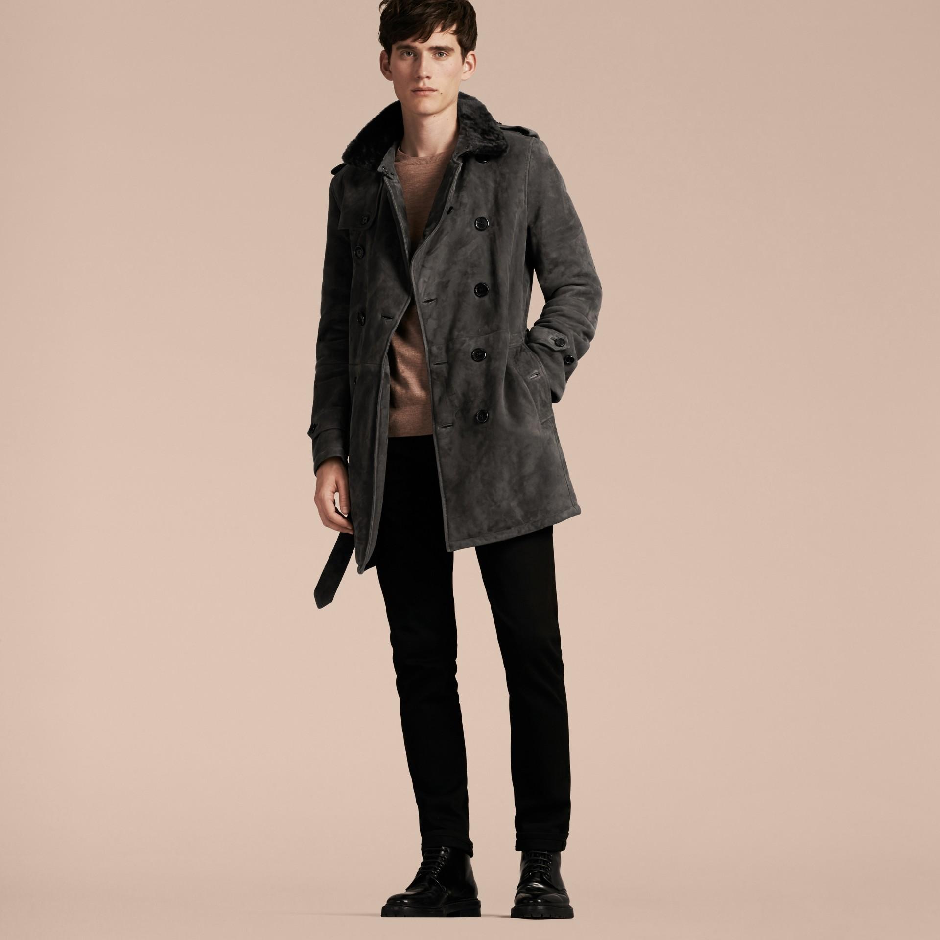 Nero fumo Trench coat in shearling - immagine della galleria 7