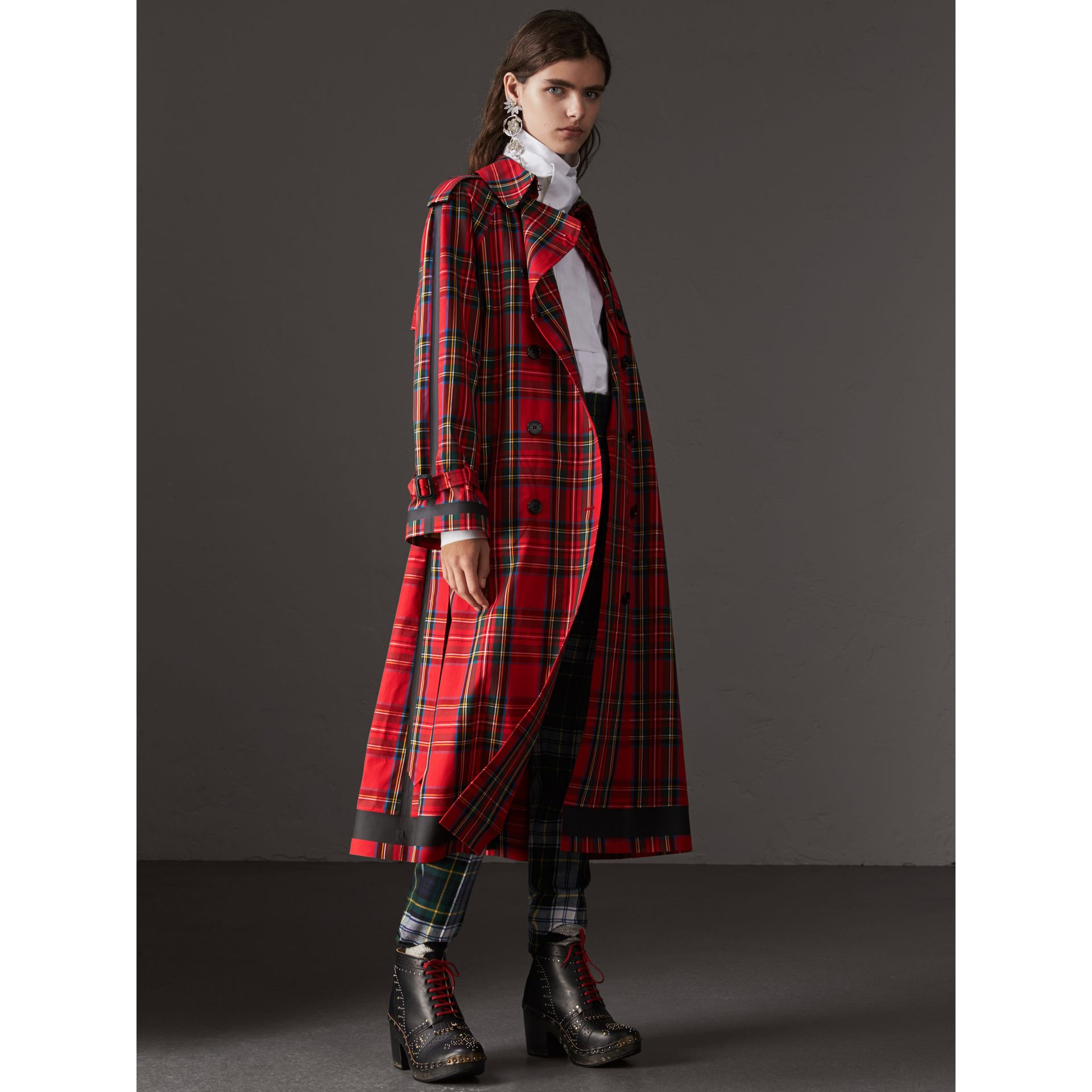 Tartan Cotton Gabardine Trench Coat in Bright Red - Women | Burberry - gallery image 6