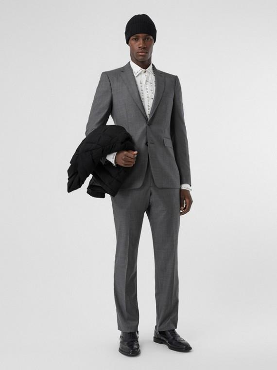 Klassisch geschnittener Anzug aus Sharkskin-Wolle (Mittelgrau Meliert)