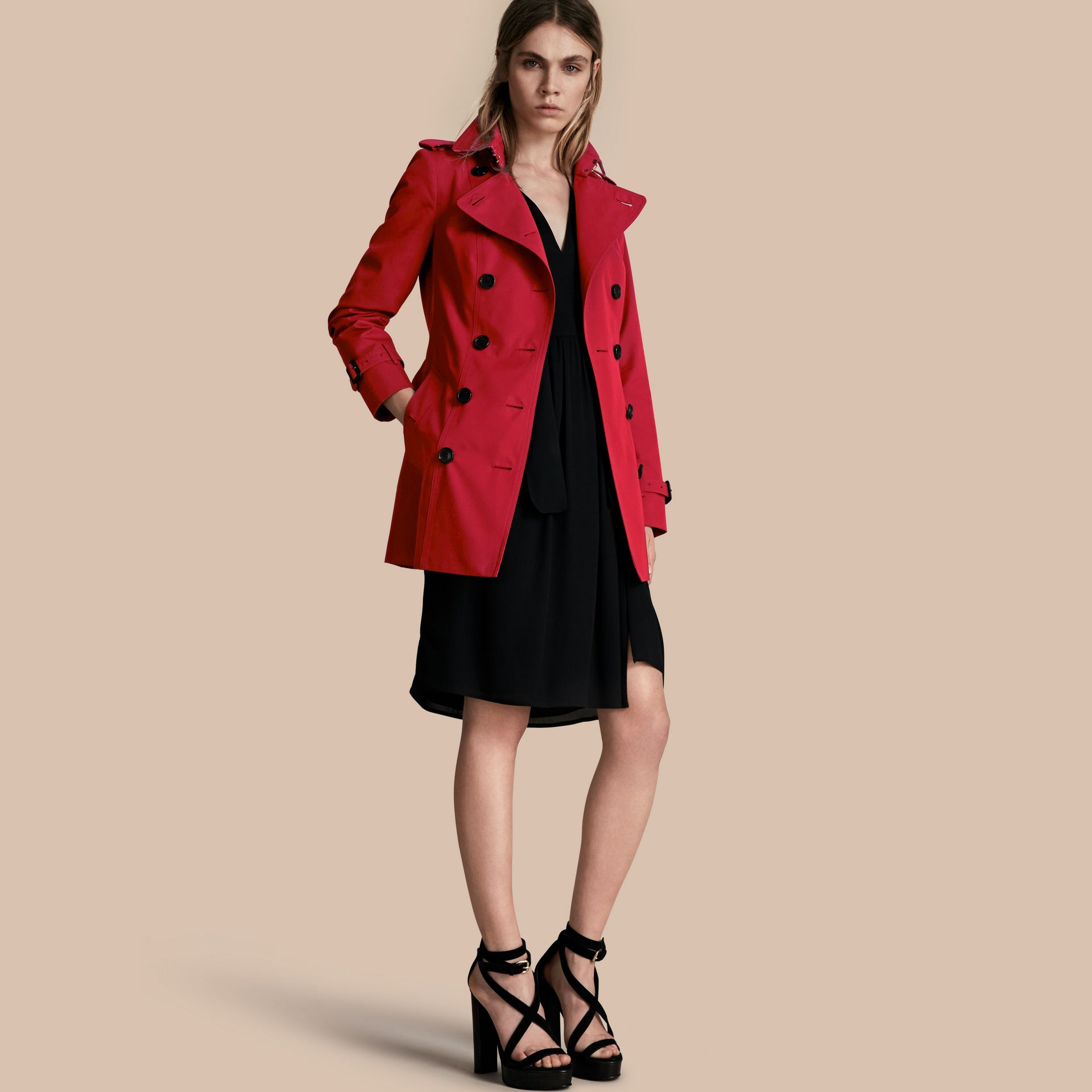 Parade red The Sandringham – Short Heritage Trench Coat Parade Red - gallery image 1