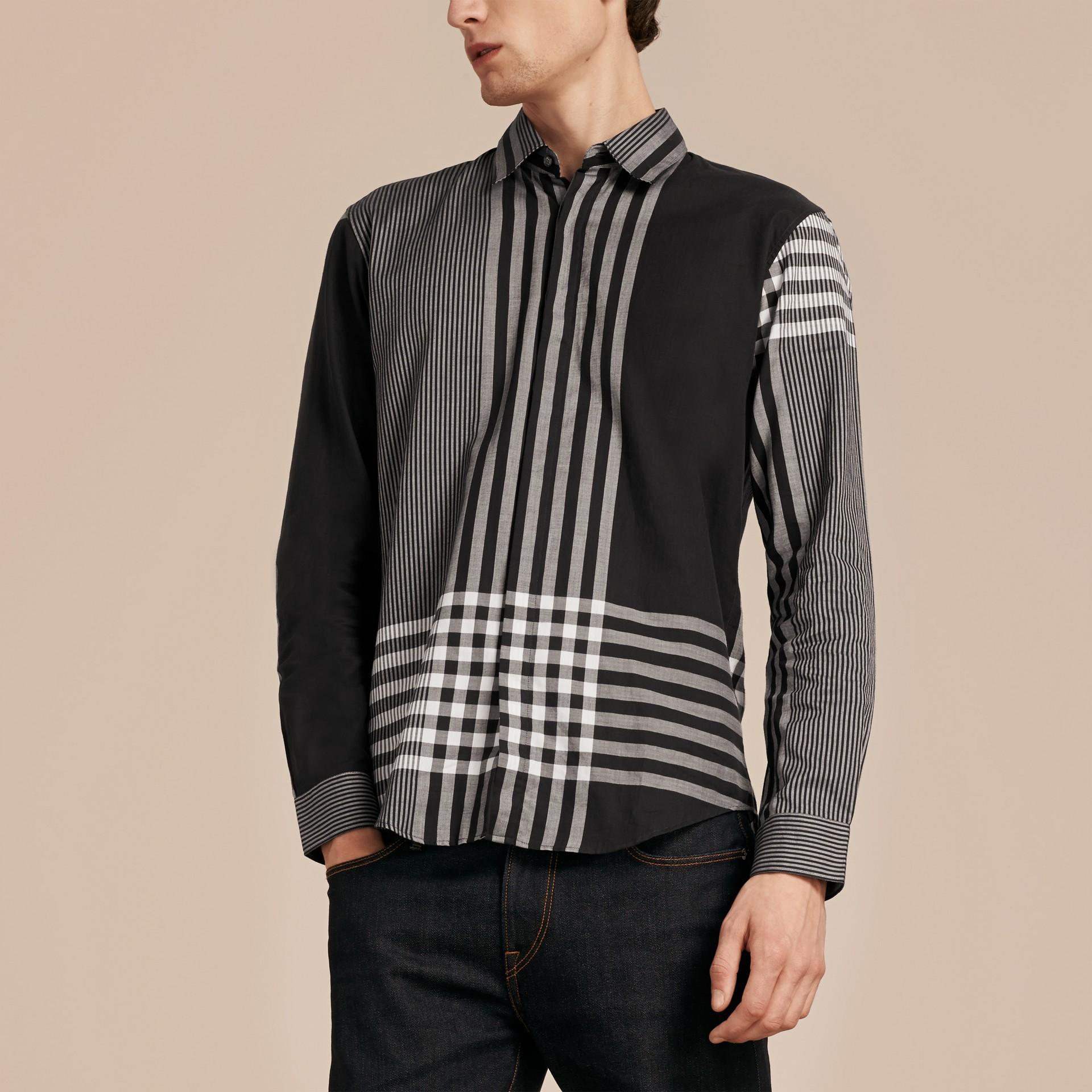 Nero Camicia in cotone con motivo check grafico Nero - immagine della galleria 6