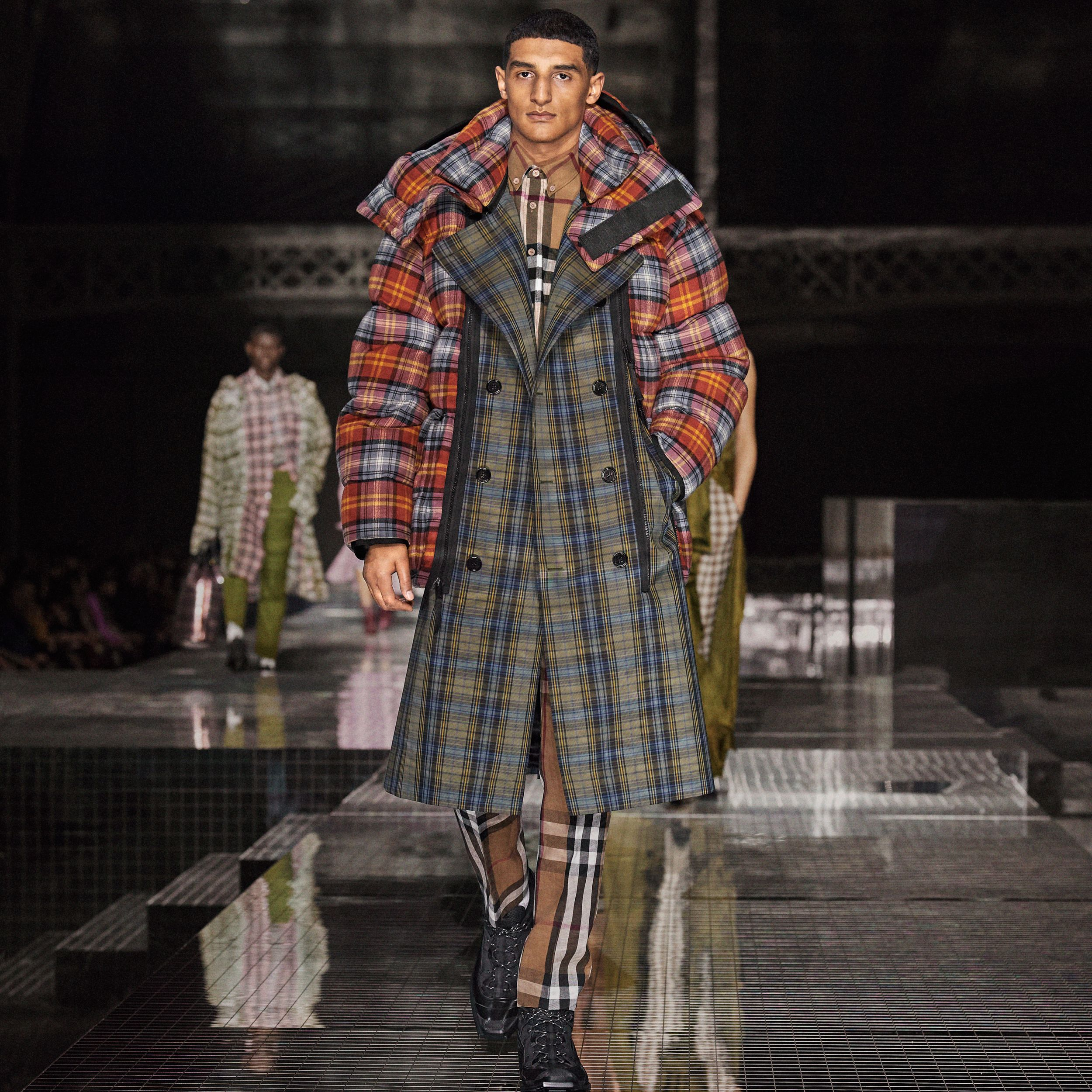 Sleeveless Check Trench Coat With Detachable Puffer in Multicolour | Burberry - 2