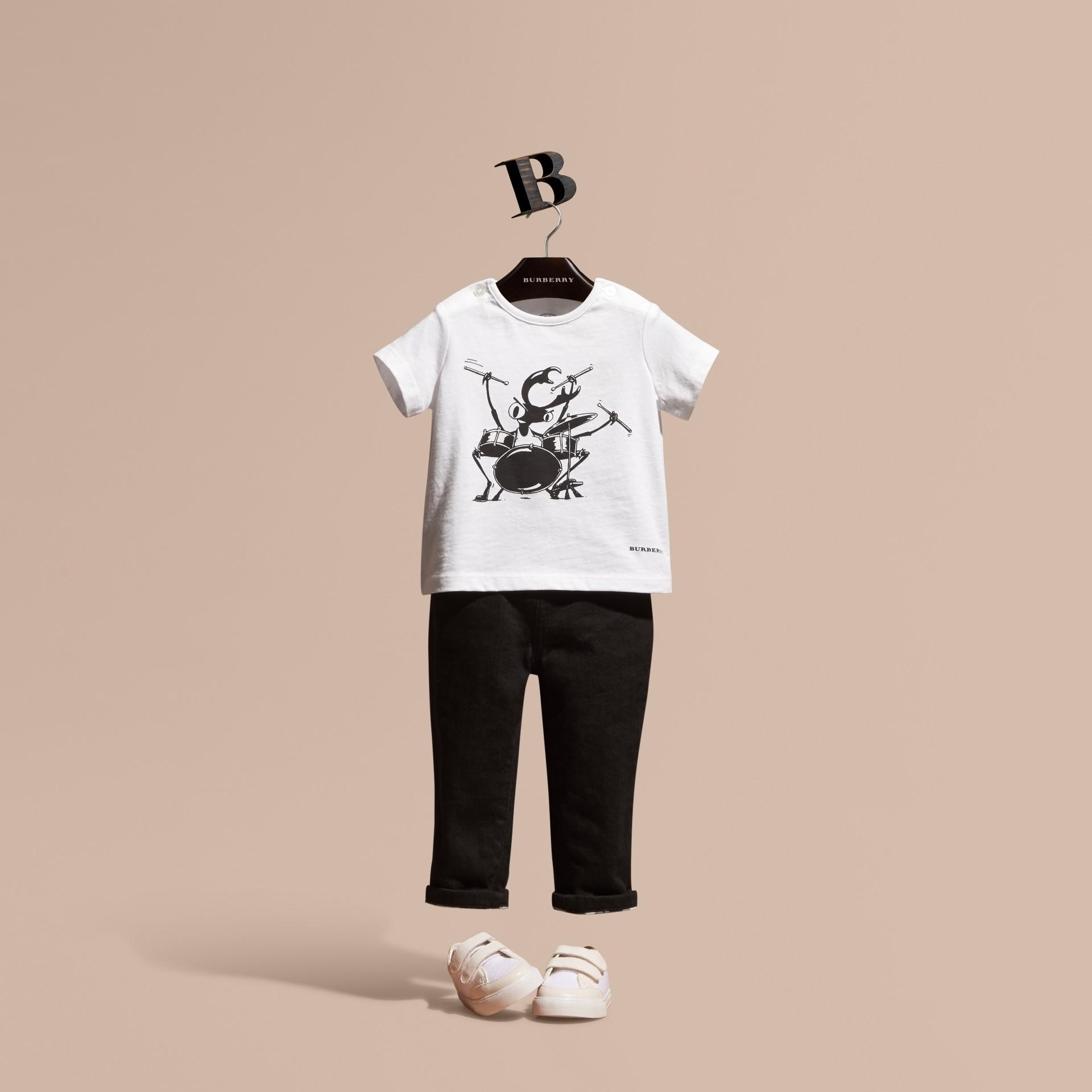 Blanc T-shirt en coton avec motif scarabée - photo de la galerie 1
