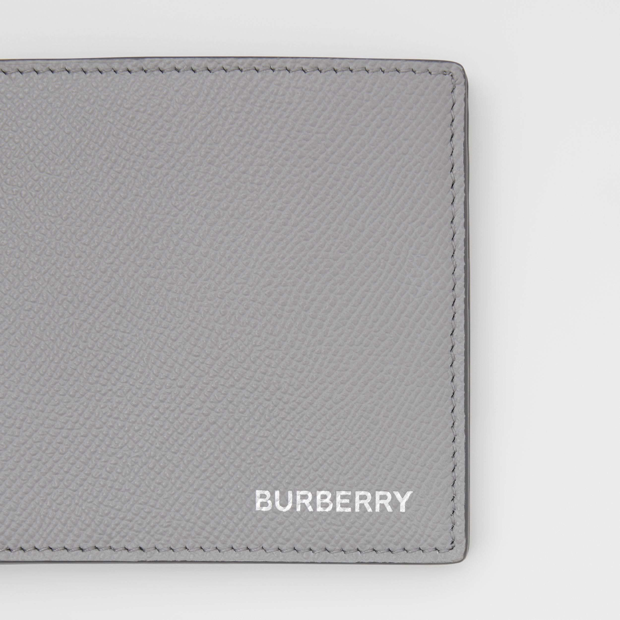 Grainy Leather International Bifold Wallet in Cloud Grey - Men | Burberry - 2