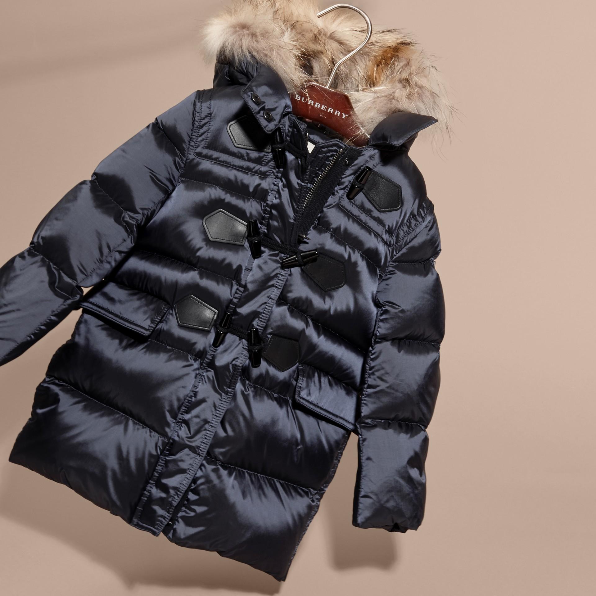 Manteau rembourré à capuche avec bordure en fourrure de raton laveur amovible - Fille | Burberry - photo de la galerie 3