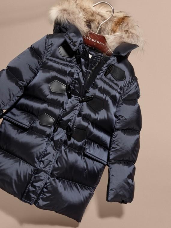 Manteau rembourré à capuche avec bordure en fourrure de raton laveur amovible - Fille | Burberry - cell image 2