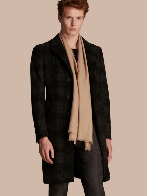 The Lightweight Cashmere Scarf in Camel - cell image 3