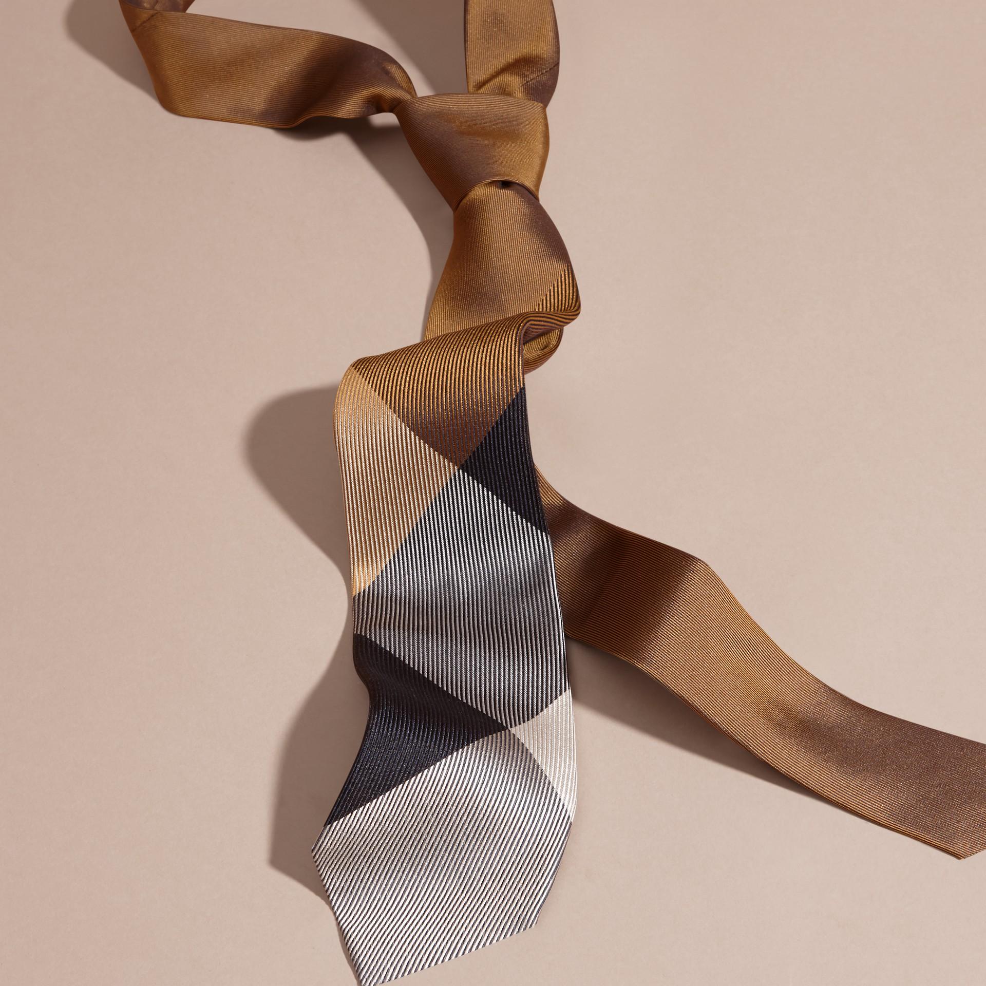 棕赭石色 現代剪裁格紋提花絲質領帶 棕赭石色 - 圖庫照片 3
