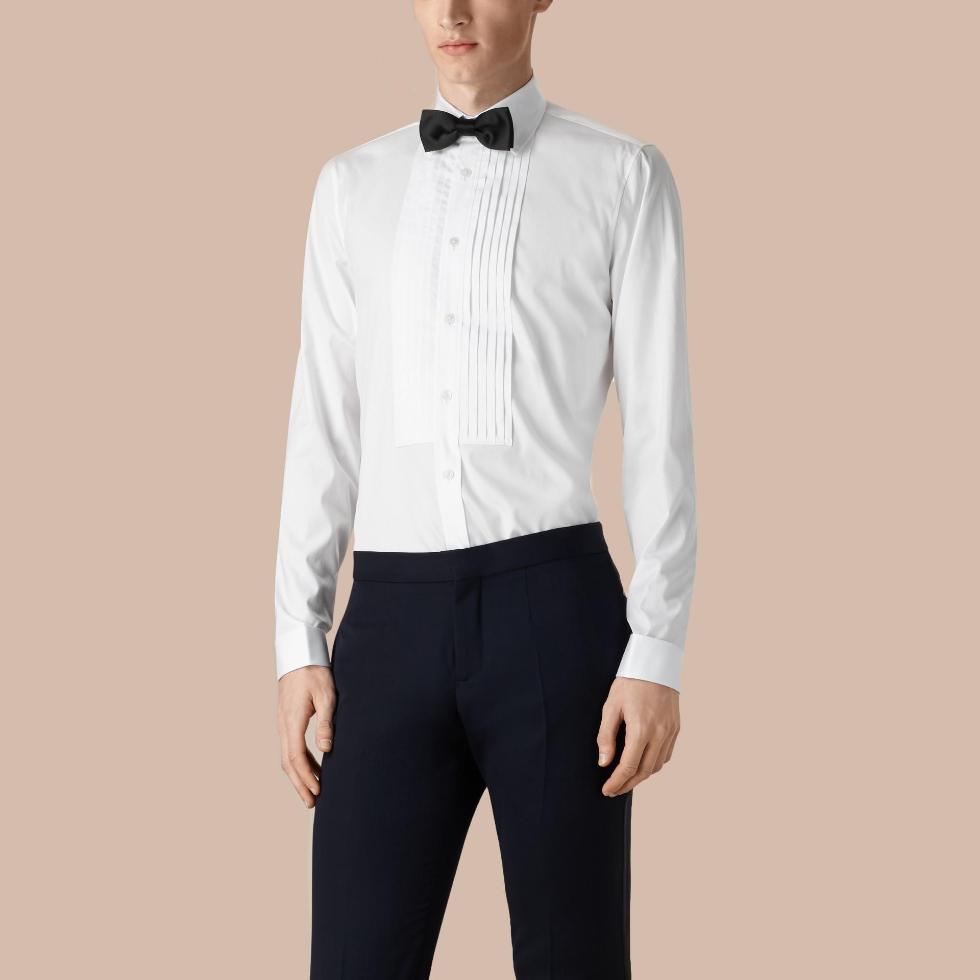 Branco ótico Camisa social de algodão com corte slim - galeria de imagens 1