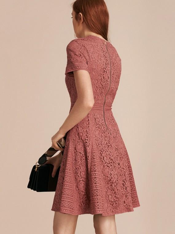 Malvenfarben-rosa Kleid in A-Linie aus italienischer Spitze - cell image 2