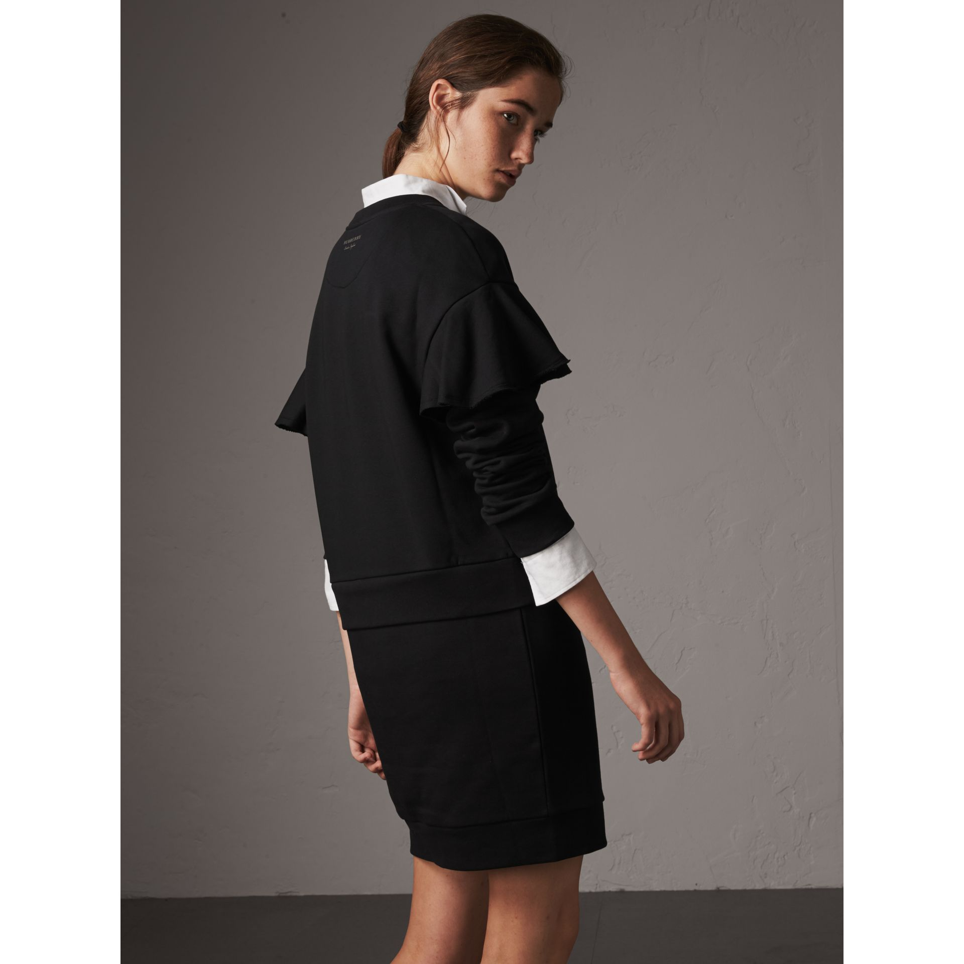 Robe pull en coton à manches à volants (Noir) - Femme | Burberry - photo de la galerie 3