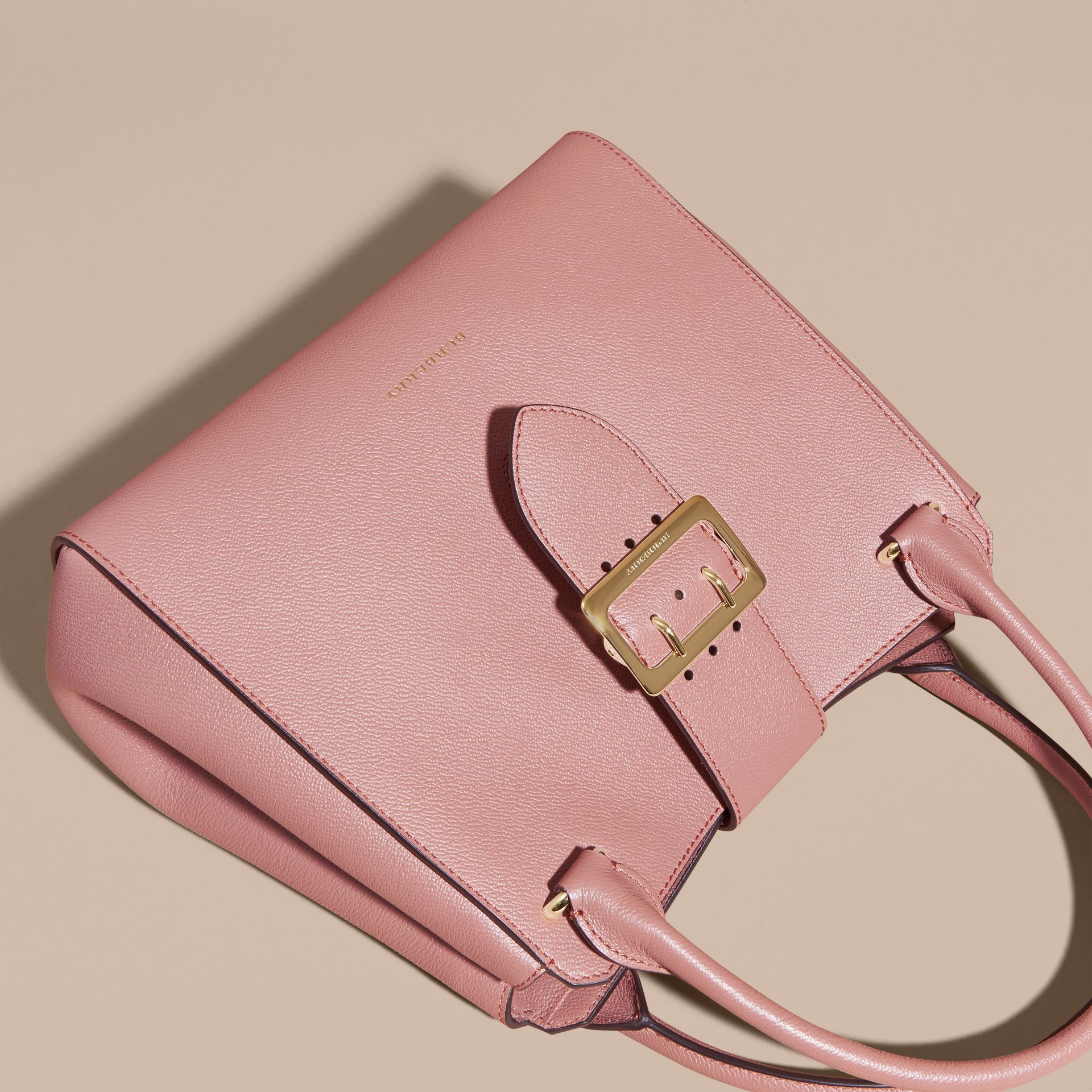 The Medium Buckle Tote in Grainy Leather in Dusty Pink - gallery image 8