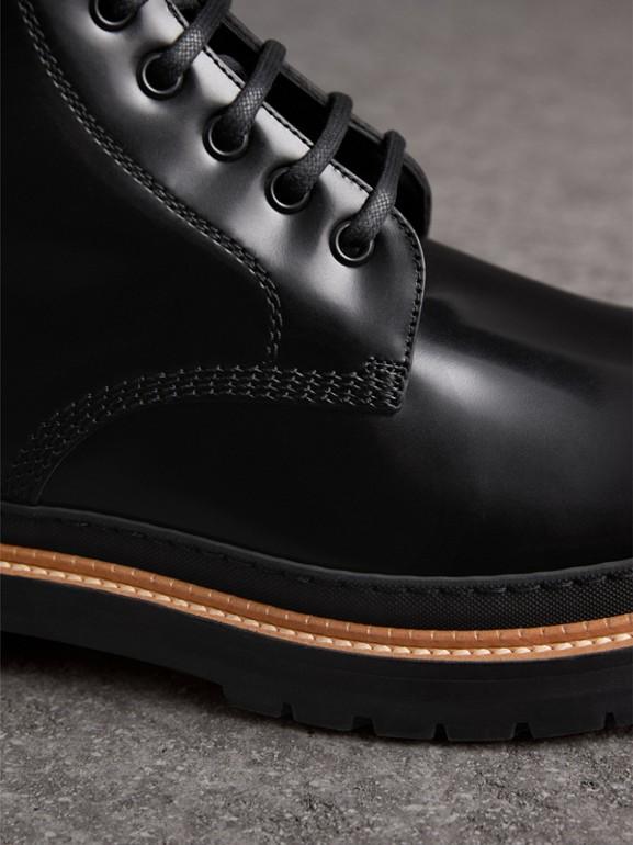 Botas de couro polido com cadarço (Preto) - Homens | Burberry - cell image 1