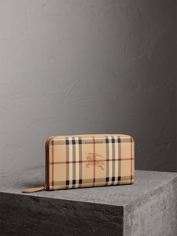 Portefeuille zippé à motif Haymarket check avec cuir (Camel Moyen)