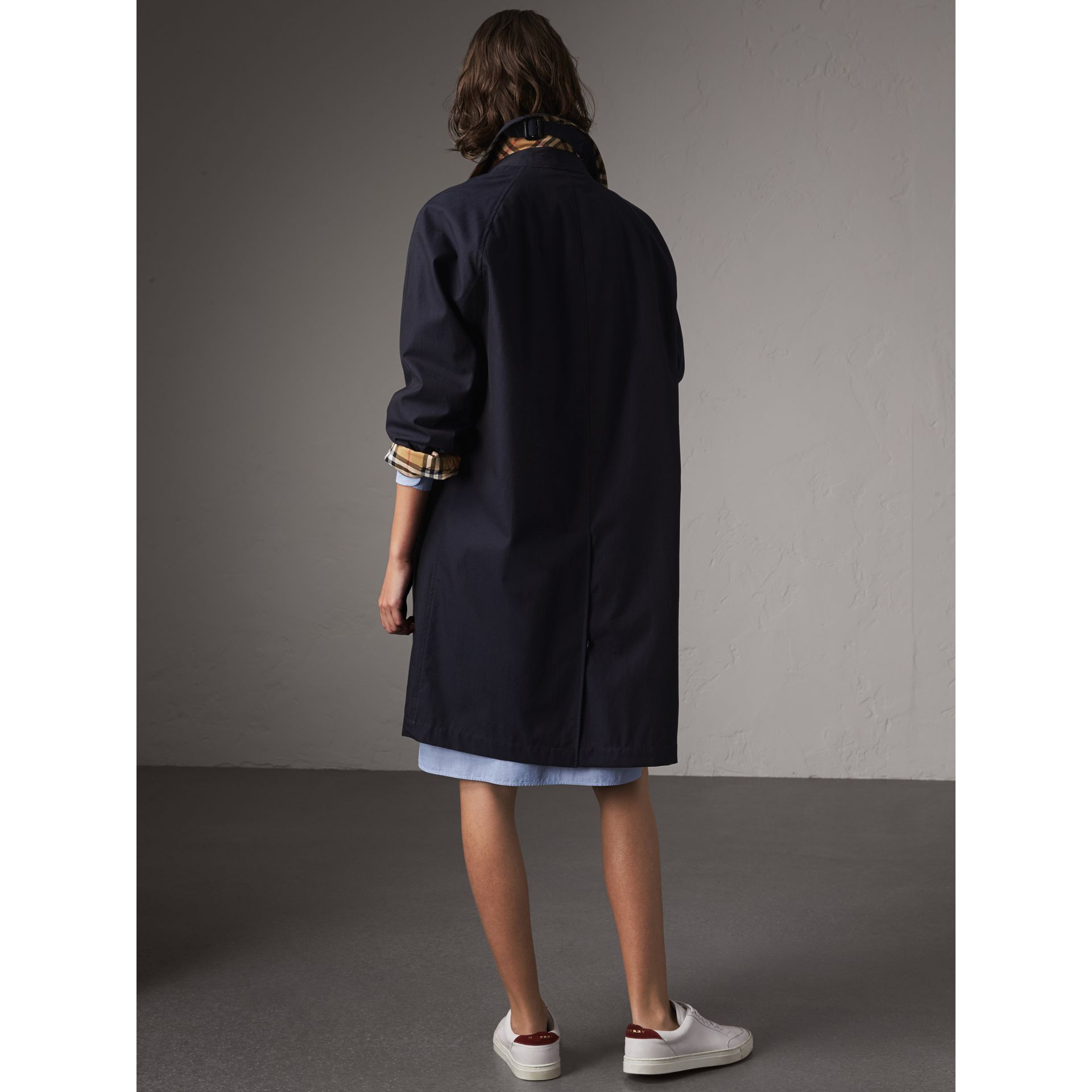 Car Coat The Camden (Bleu Carbone) - Femme | Burberry - photo de la galerie 2