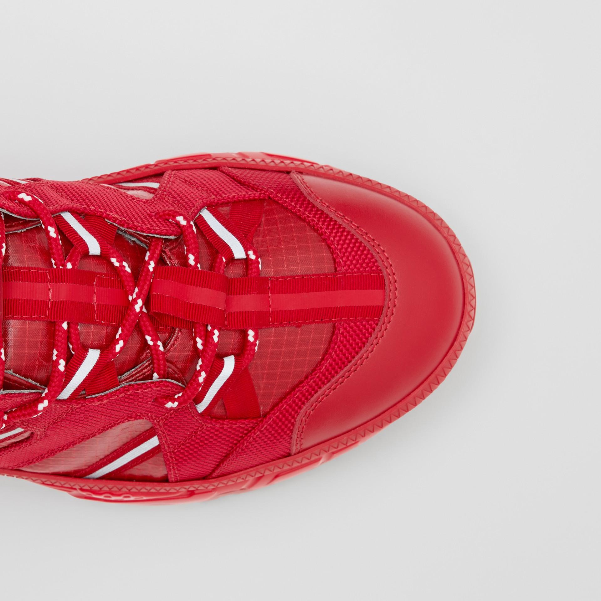 尼龍和皮革 Union 運動鞋 (亮紅色) - 女款   Burberry - 圖庫照片 1