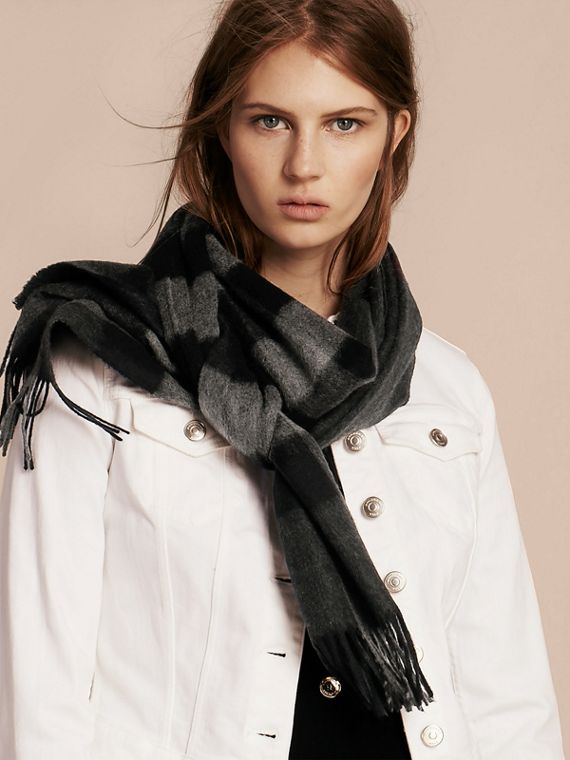 The Large Classic Cashmere Scarf in Check in Charcoal | Burberry Australia - cell image 2