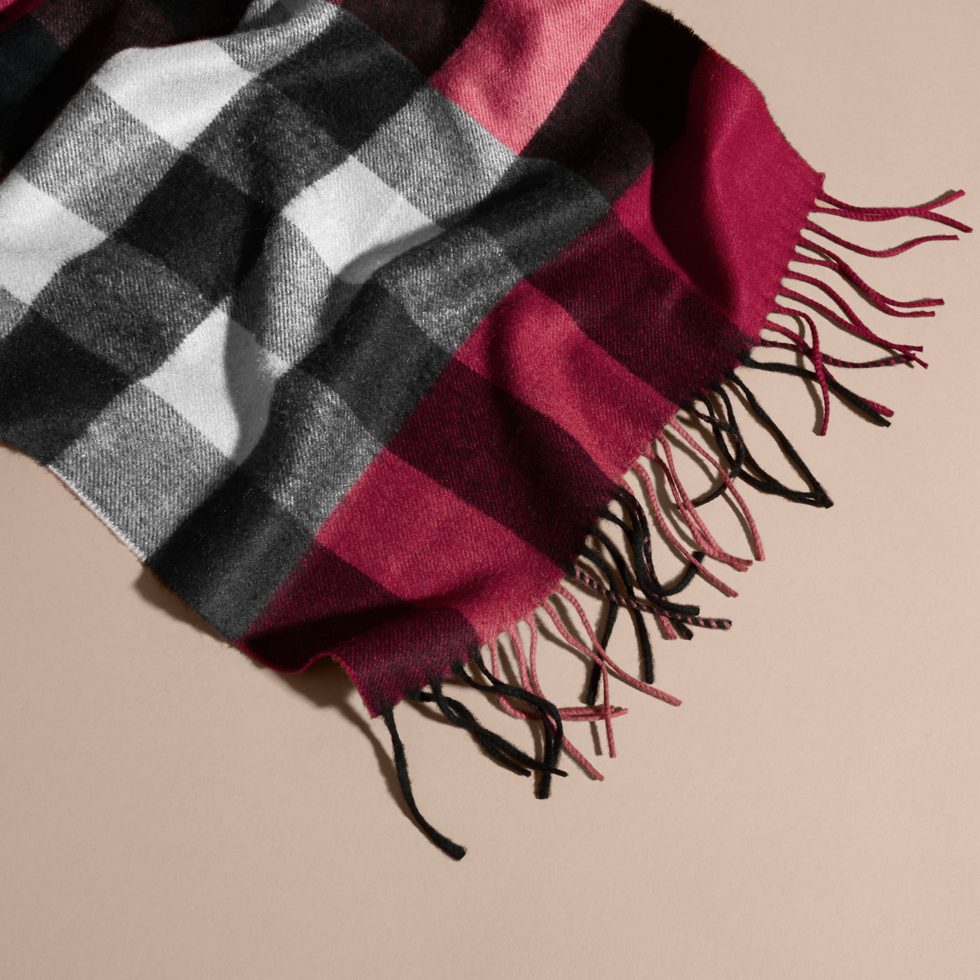 The Large Classic Cashmere Scarf in Check in Plum | Burberry - gallery image 7