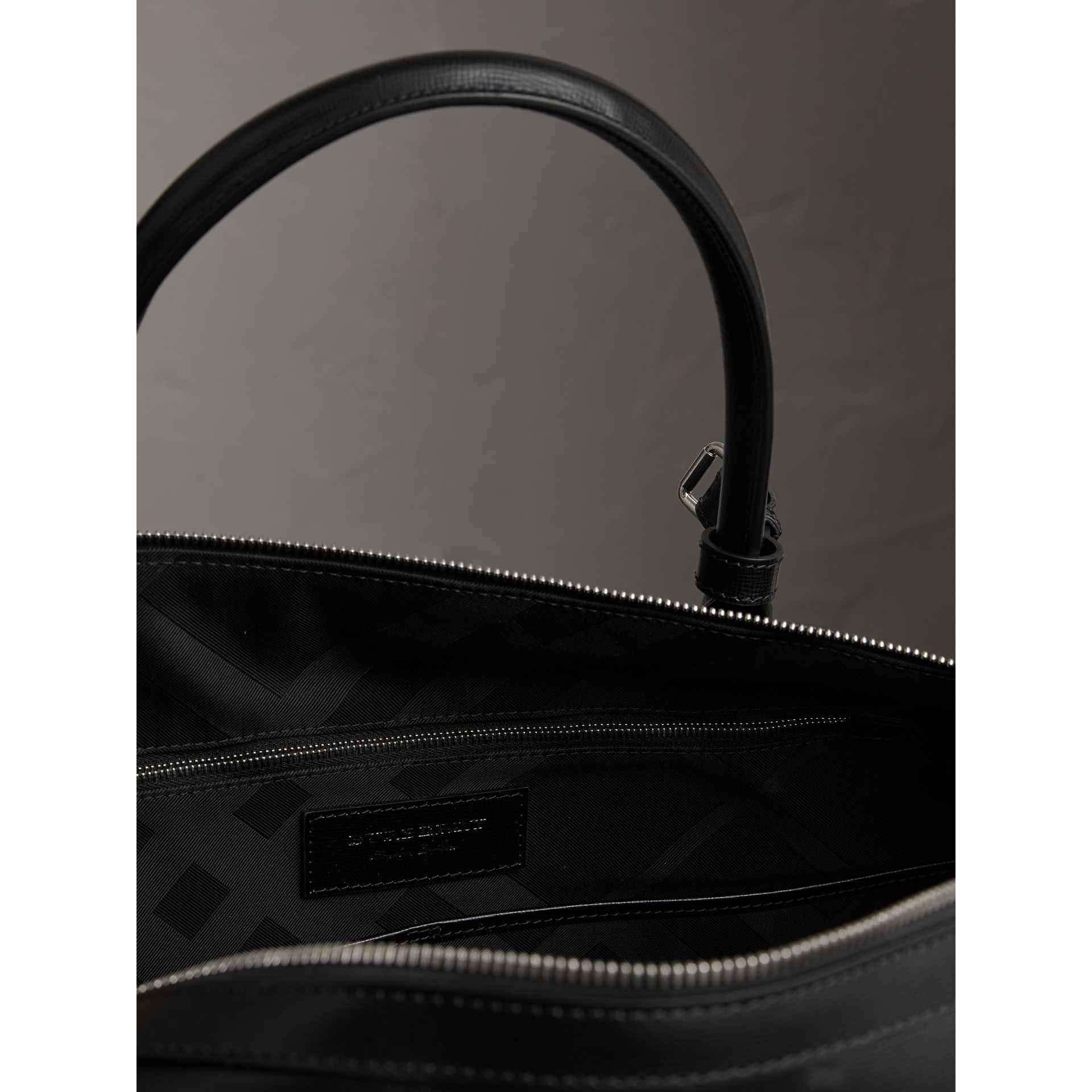 London Leather Holdall in Black | Burberry United Kingdom - gallery image 5