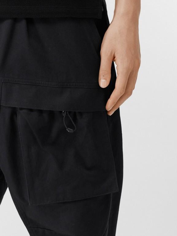 Pantalones tipo cargo en algodón (Negro) - Hombre | Burberry - cell image 1