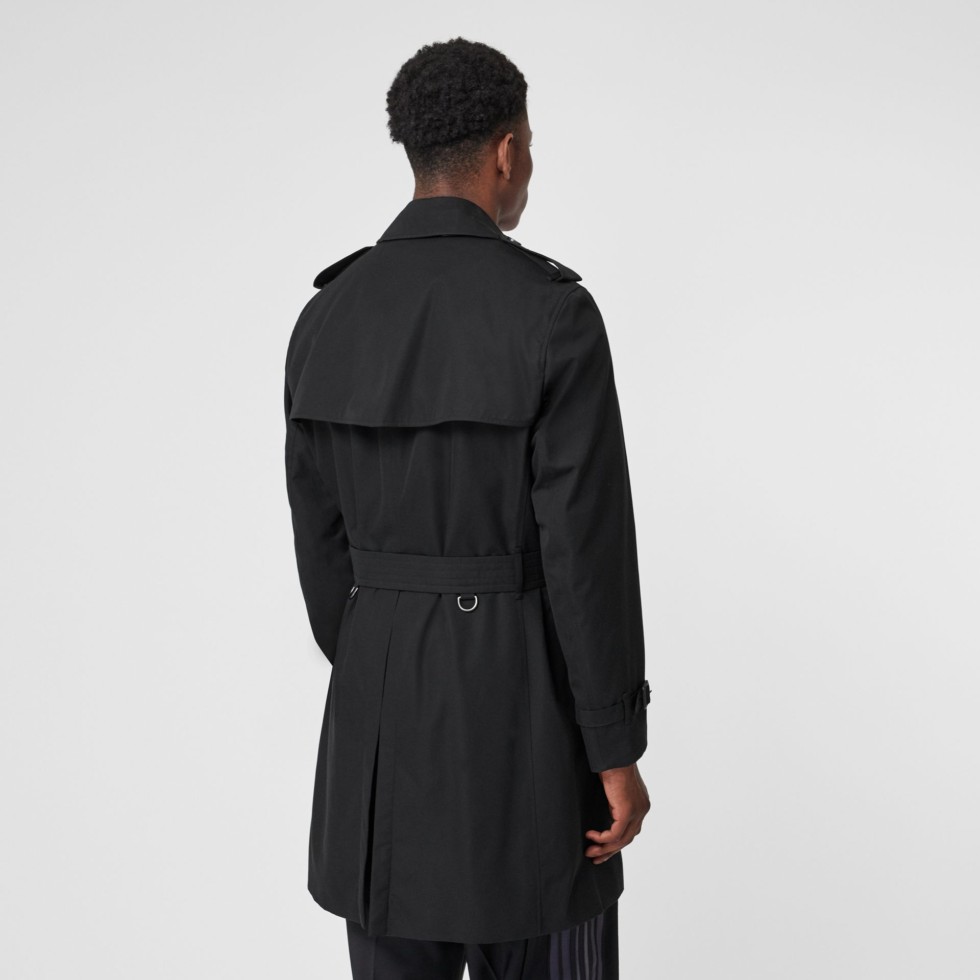 The Chelsea Heritage Trench Coat in Black - Men | Burberry Canada - gallery image 2