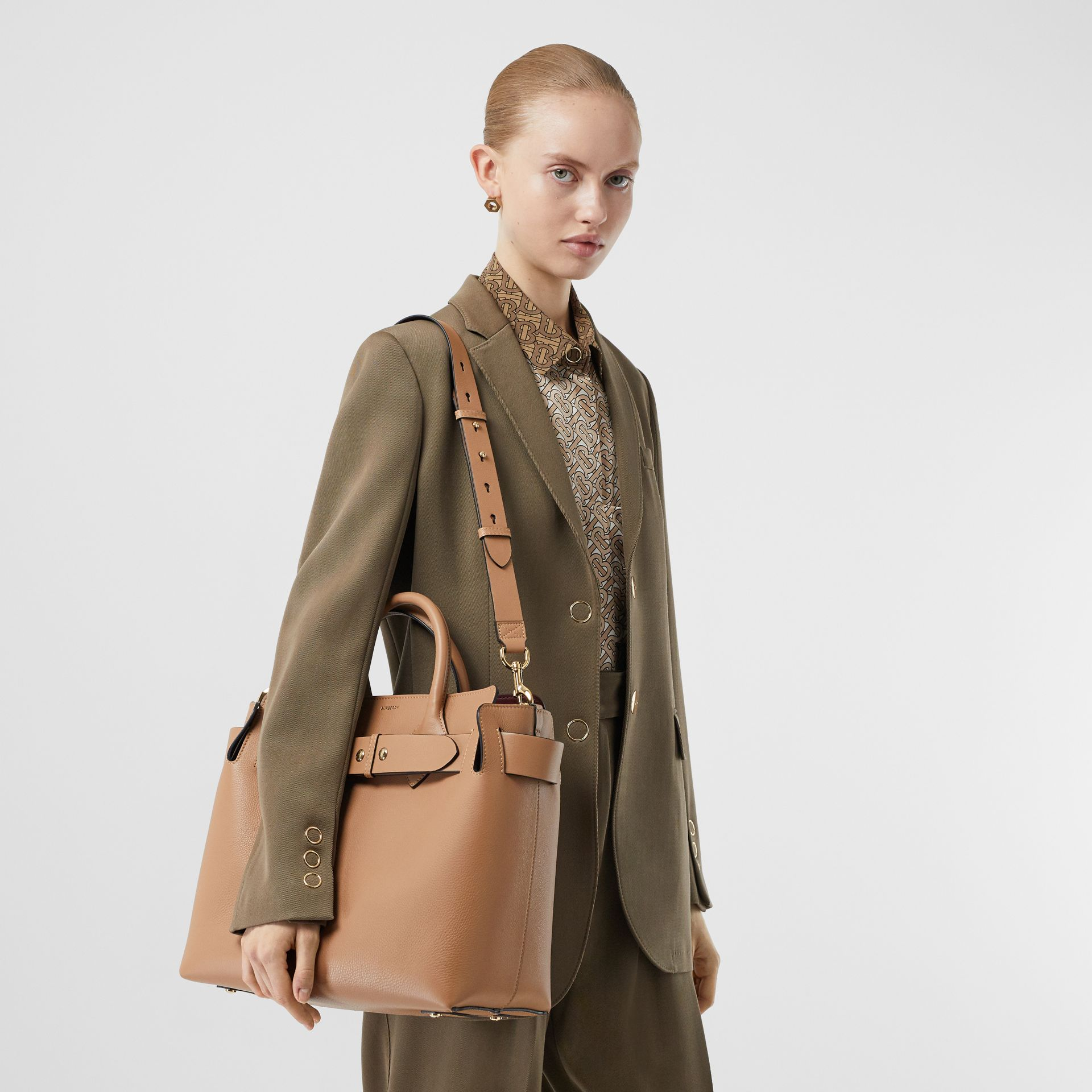 The Medium Belt Bag aus Leder mit Ziernieten (Helles Camelfarben) - Damen | Burberry - Galerie-Bild 2