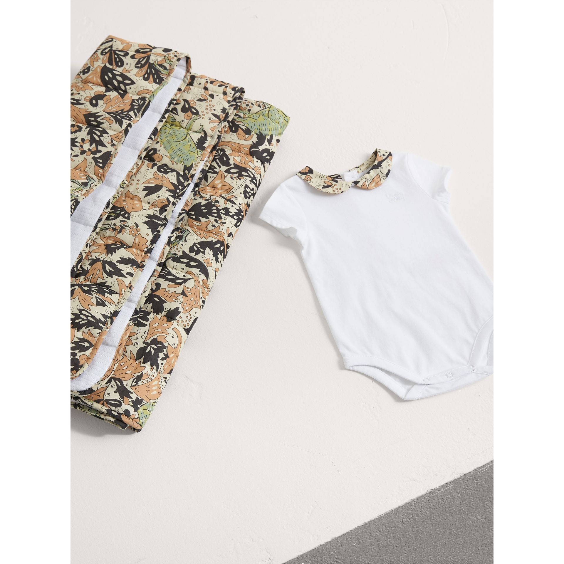Beasts Print Cotton Two-piece Baby Gift Set in White | Burberry - gallery image 3
