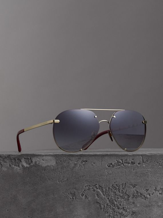 Check Detail Pilot Sunglasses in Grey