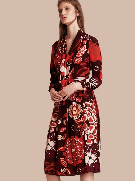 Vestido de seda com estampa floral