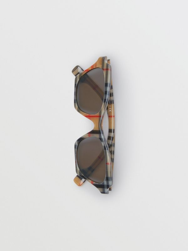 Vintage Check Butterfly Frame Sunglasses in Antique Yellow - Women | Burberry Hong Kong - cell image 3