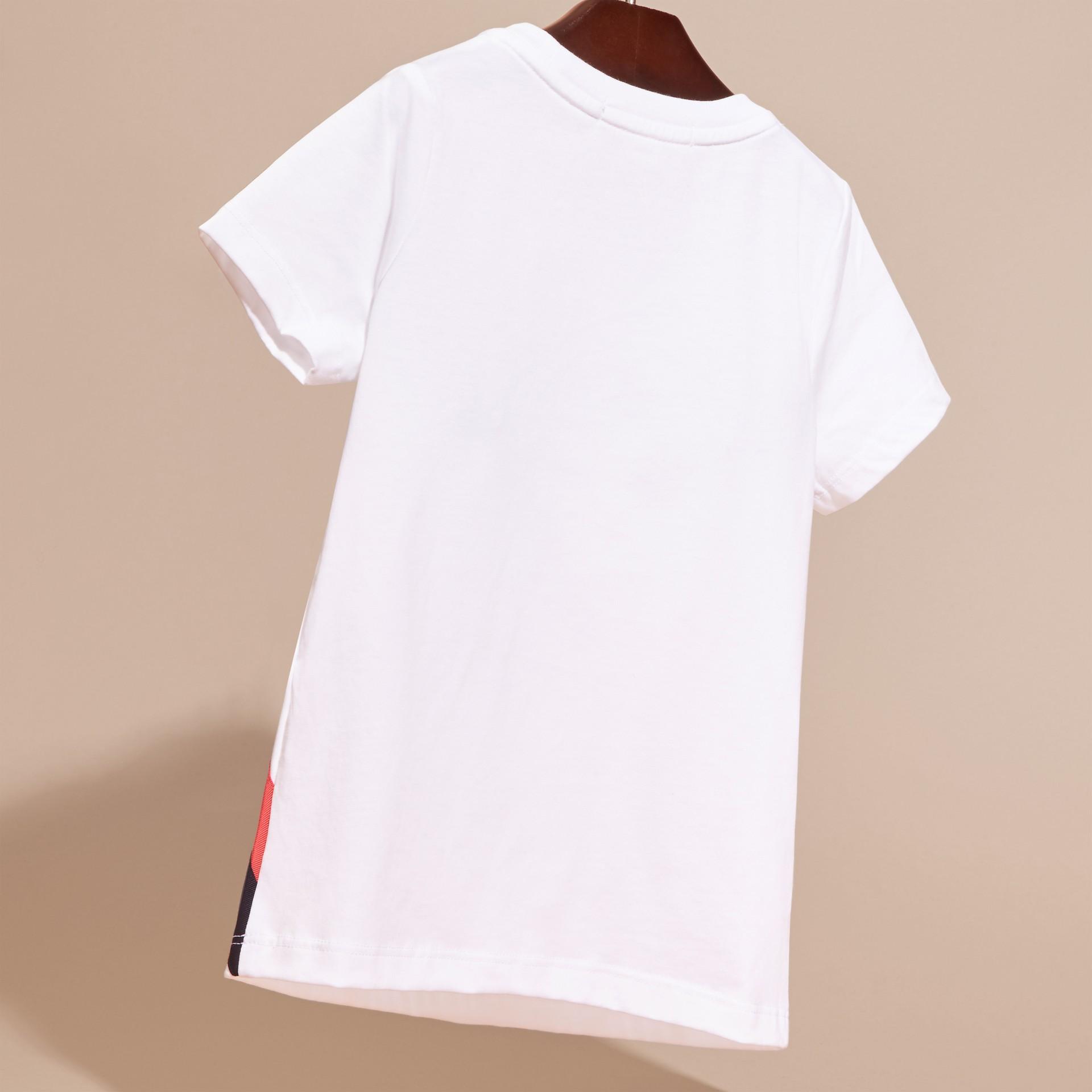 Bianco T-shirt in cotone con grafica ispirata al clima e paillettes applicate - immagine della galleria 4