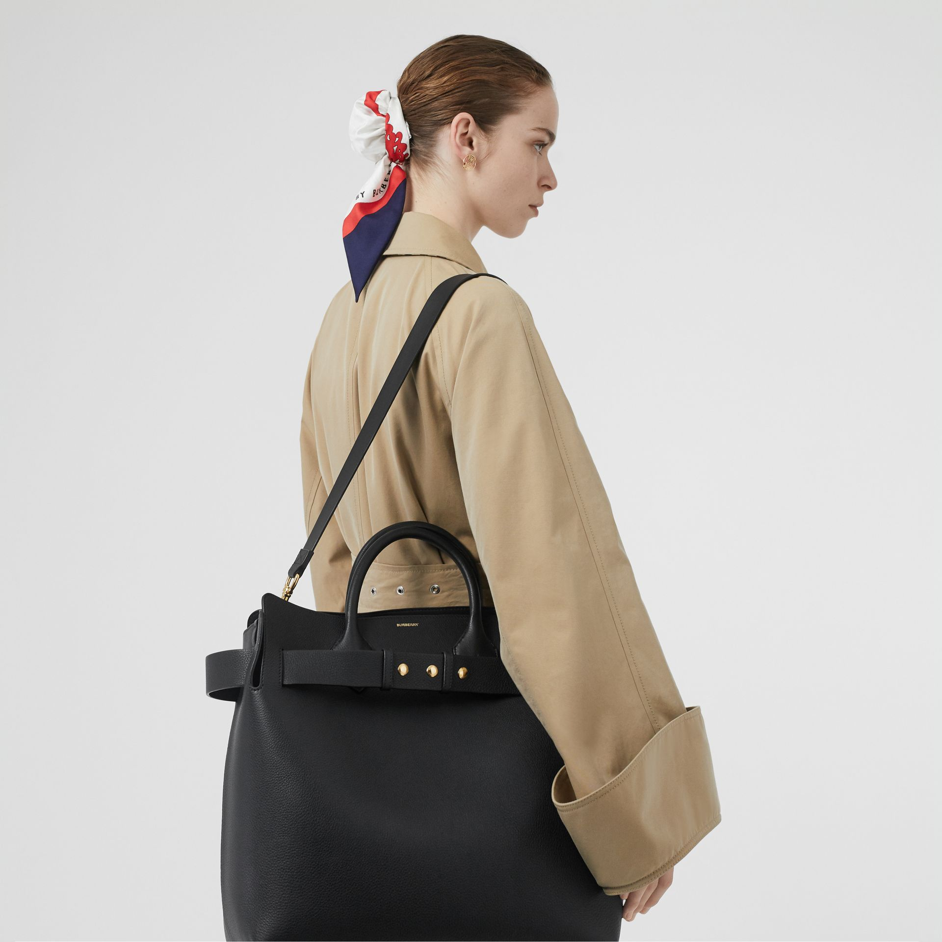 Borsa The Belt grande in pelle con tre borchie (Nero) - Donna | Burberry - immagine della galleria 2