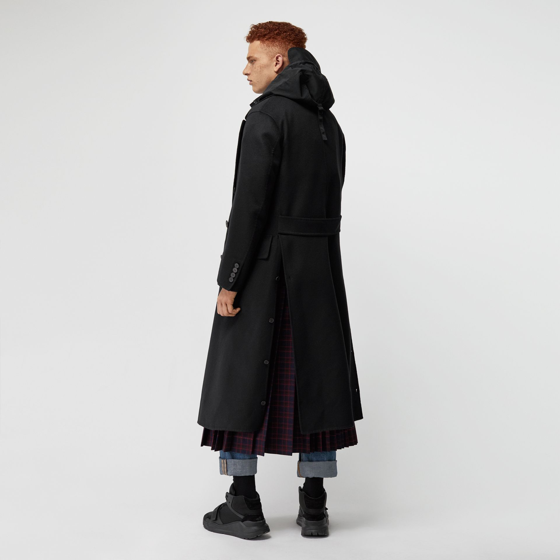 Manteau ajusté en cachemire double face (Noir) - Homme | Burberry - photo de la galerie 2