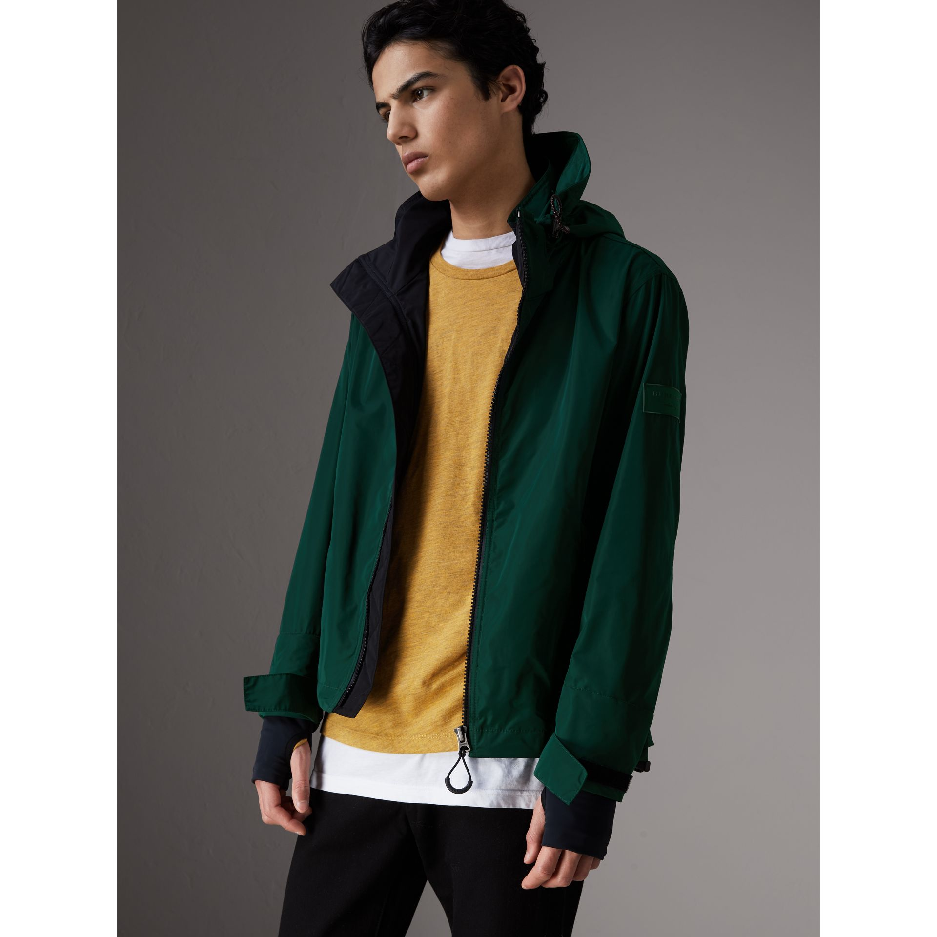 Packaway Hood Shape-memory Taffeta Jacket in Racing Green - Men | Burberry Australia - gallery image 5