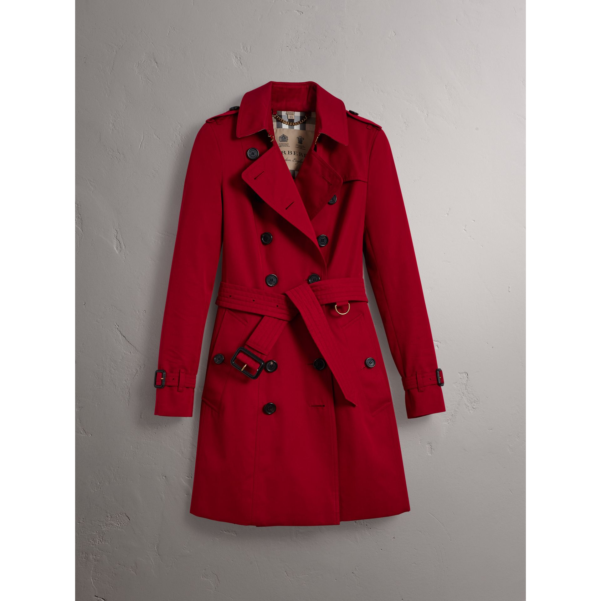 The Chelsea – Mid-length Trench Coat in Parade Red - Women | Burberry Canada - gallery image 4