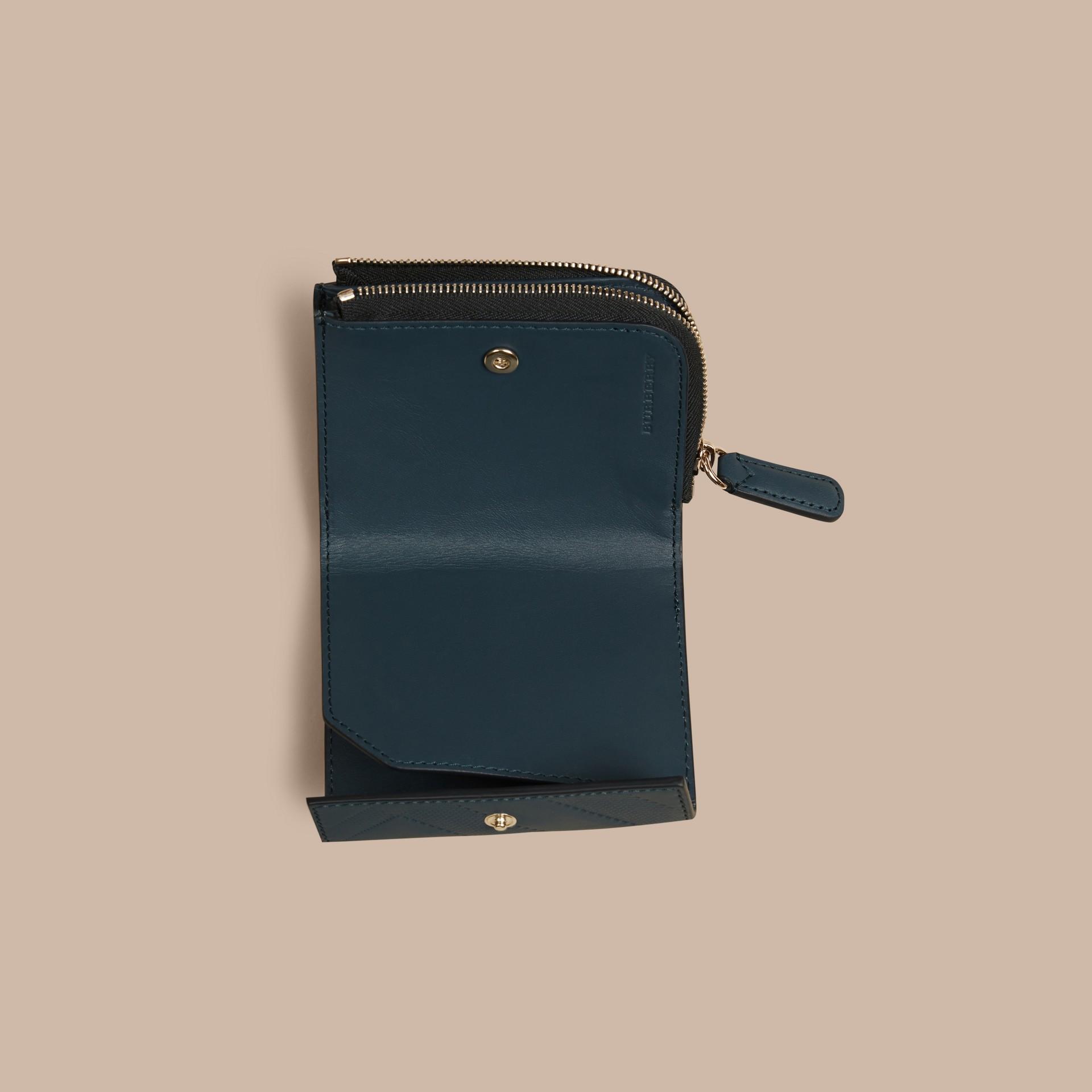 Stahlblau Faltbrieftasche aus Leder mit Check-Prägung Stahlblau - Galerie-Bild 5