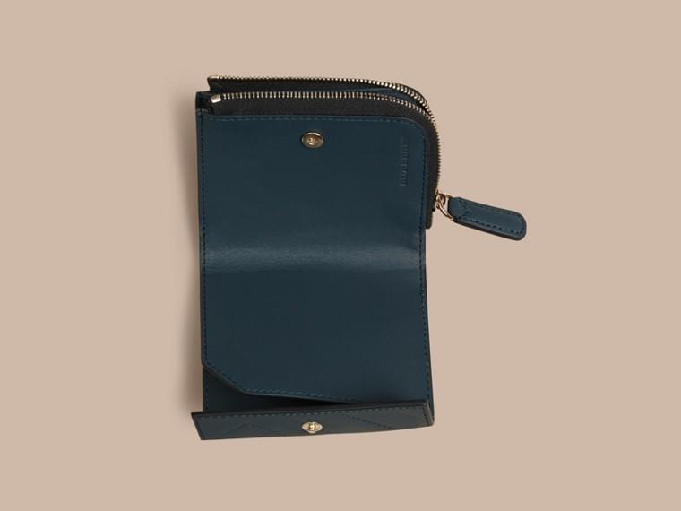 Blu acciaio Portafoglio a libro in pelle con motivo check in rilievo Blu Acciaio - cell image 4