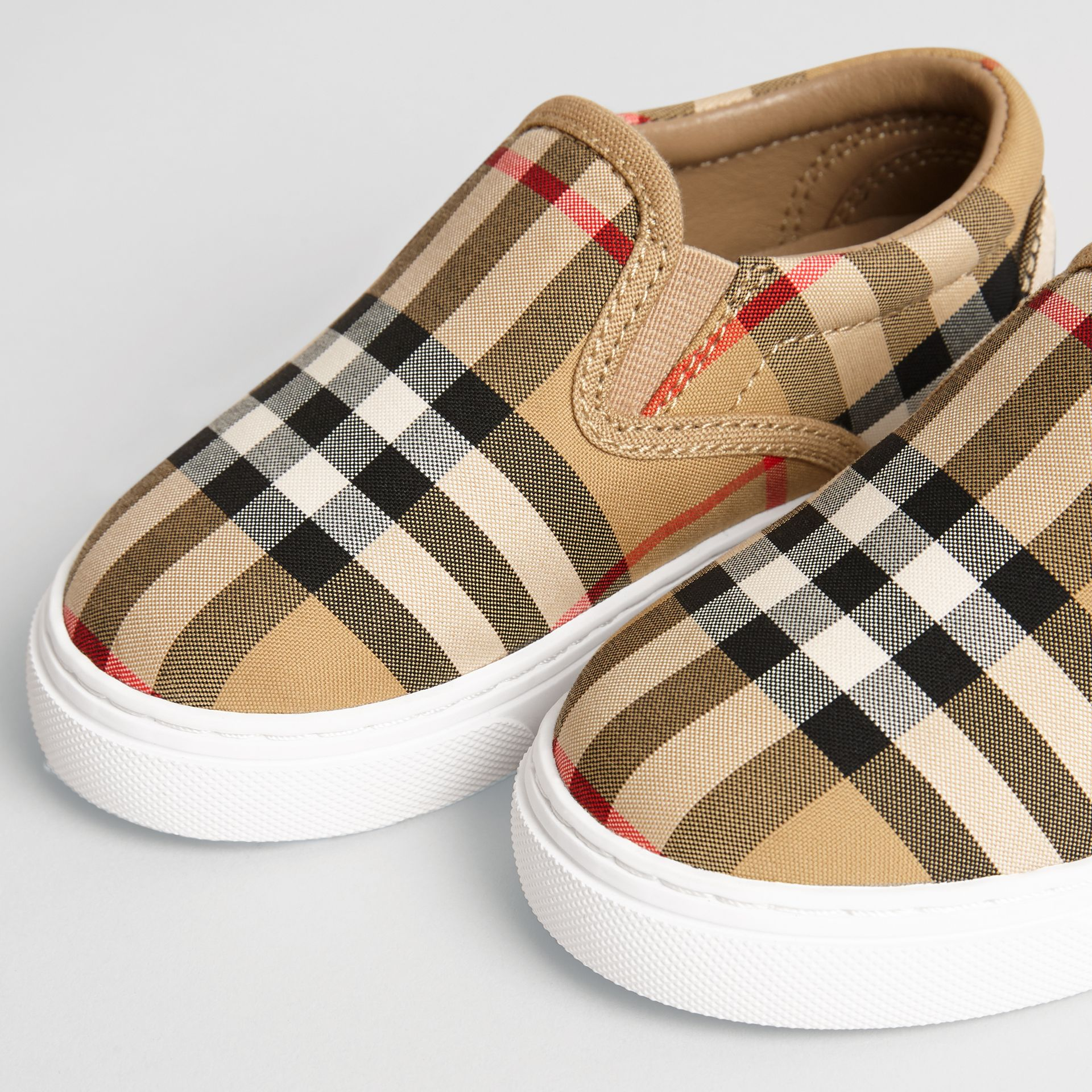 Sneakers sans lacets en cuir à motif Vintage check (Jaune Antique/blanc Optique) - Enfant | Burberry Canada - photo de la galerie 1