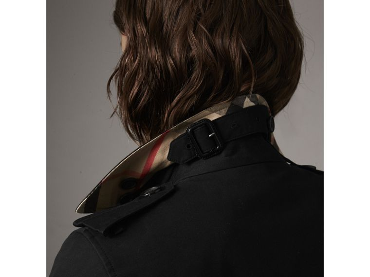 The Kensington – Short Heritage Trench Coat in Black - Women | Burberry - cell image 1