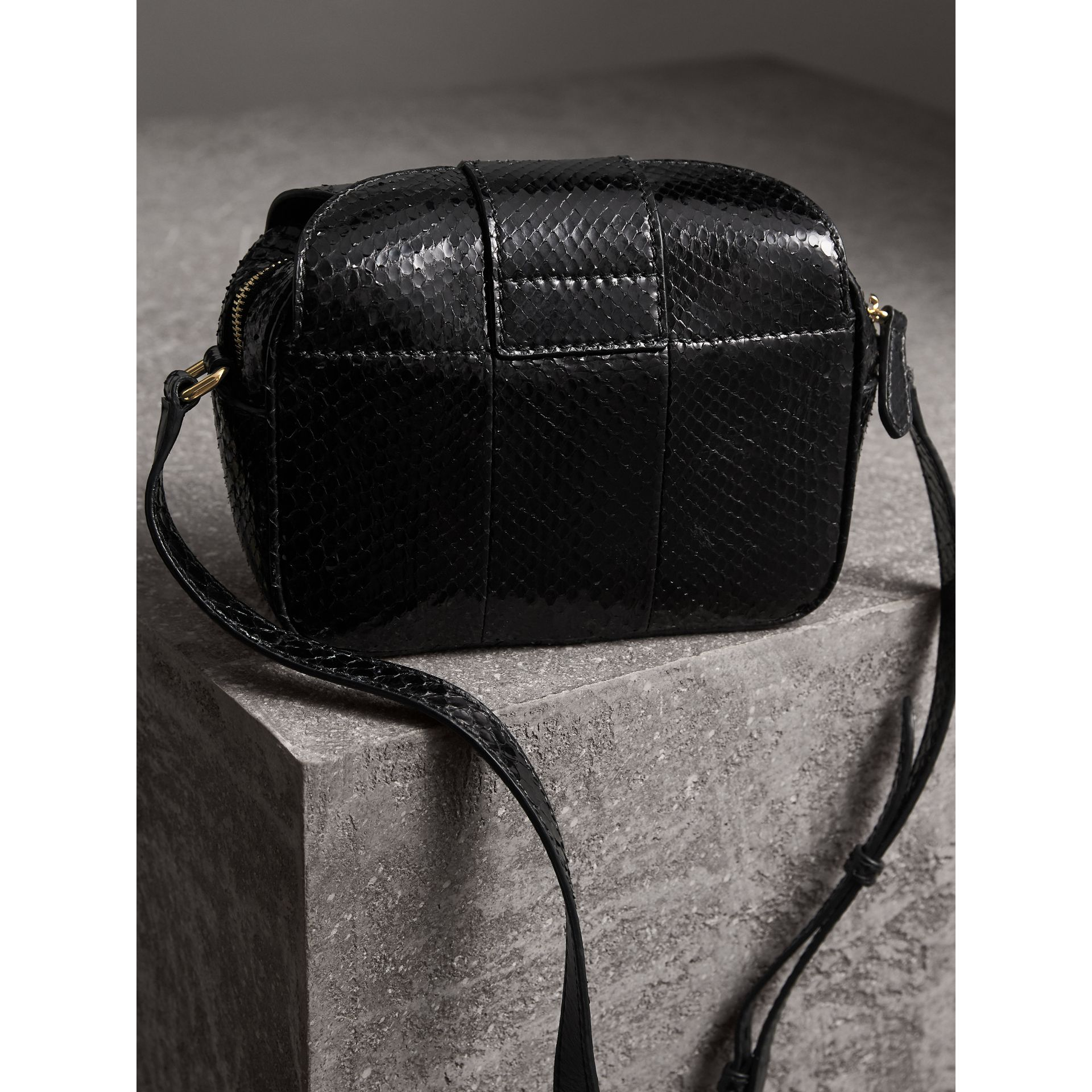 The Small Buckle Crossbody Bag aus Pythonleder (Schwarz) - Damen | Burberry - Galerie-Bild 4