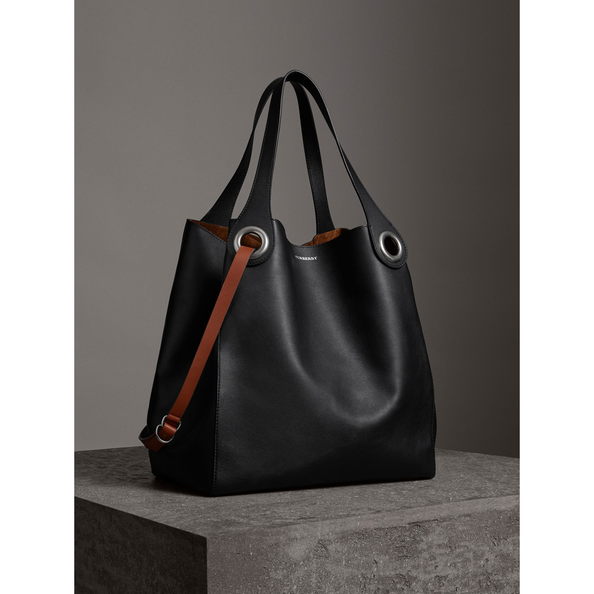 The Large Leather Grommet Detail Tote in Black | Burberry - gallery image 9