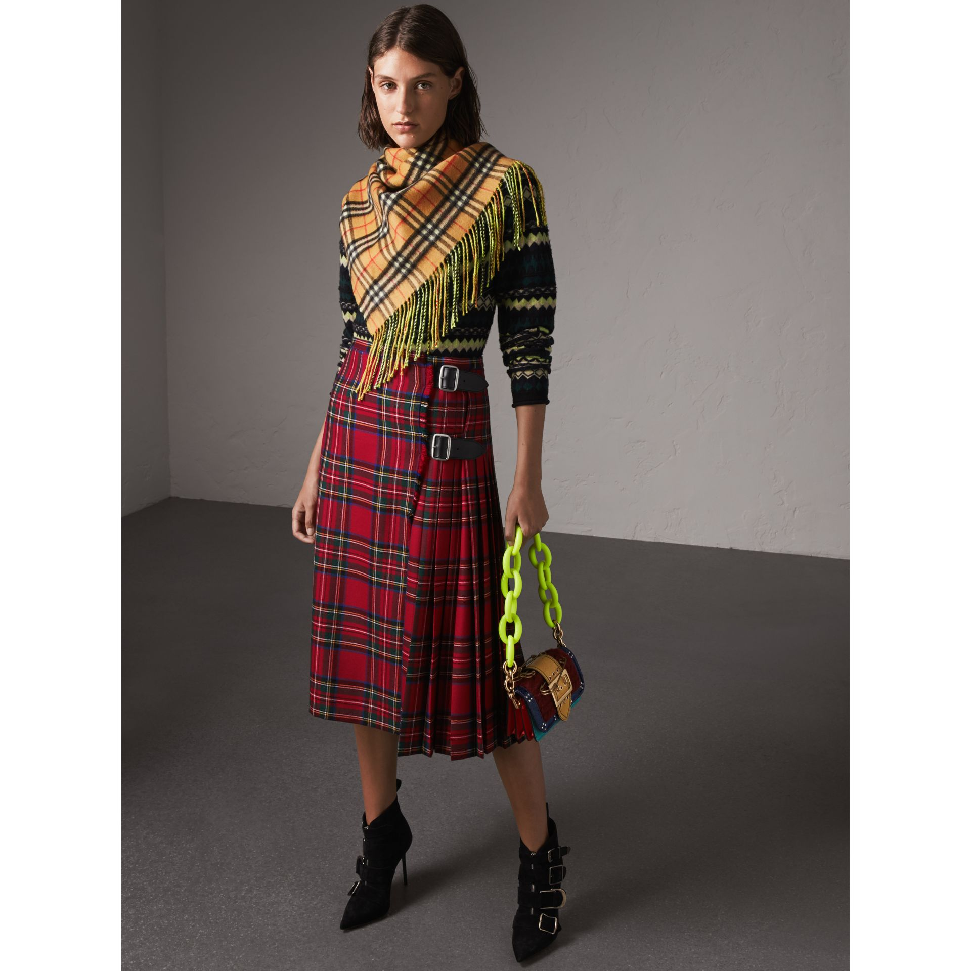 The Burberry Bandana in Vintage Check and Neon Cashmere in Bright Lemon | Burberry United Kingdom - gallery image 2