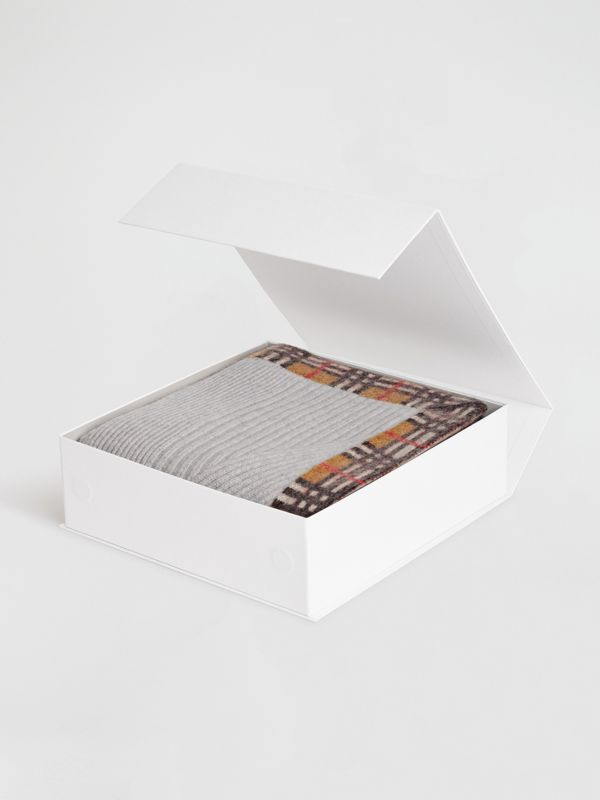 Vintage Check Detail Cashmere Baby Blanket in Light Grey Melange - Children | Burberry - cell image 2