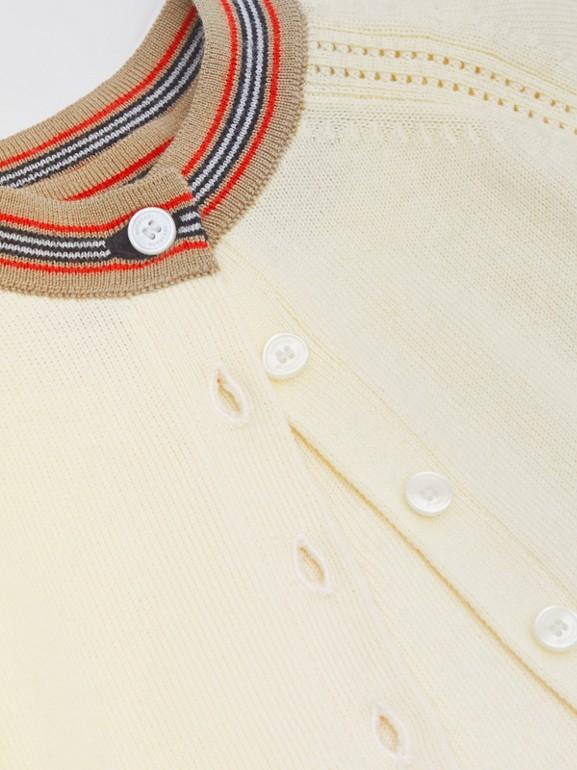 Coffret cadeau deux pièces pour bébé en laine mérinos à rayures iconiques (Ivoire) - Enfant | Burberry - cell image 1